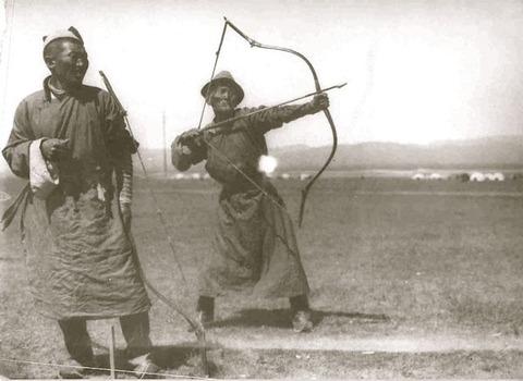 遊牧民+複合弓とかいう最強タッグ