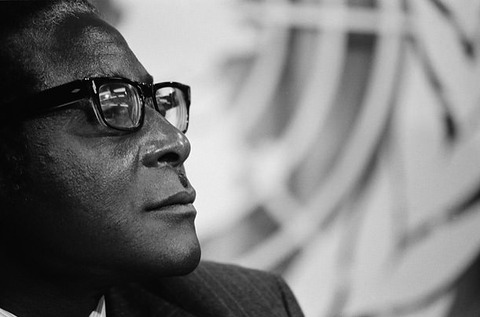 Robert Mugabe_young2